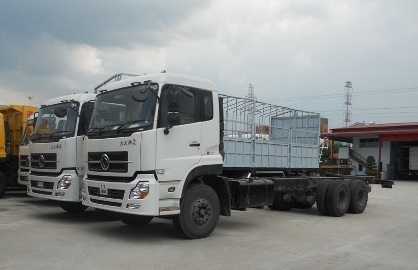xe tải dongfeng 3 chân, động cơ cumin C260, tiêu chuẩn khí thải Eurro3