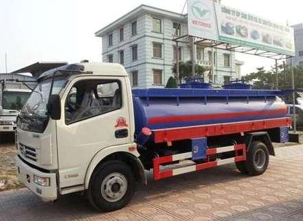 Hiện nay trên thị trường loại xe téc chở xăng dầu nhỏ nhất thường được sử dụng ở nước ta là loại xe chở xang dầu có dung tích bồn chứa nhiên liệu là 6 khối (6m3). loại xe này thường được các cây xăng nhỏ, các đơn vị nhỏ, cung cấp với khối lượng ít