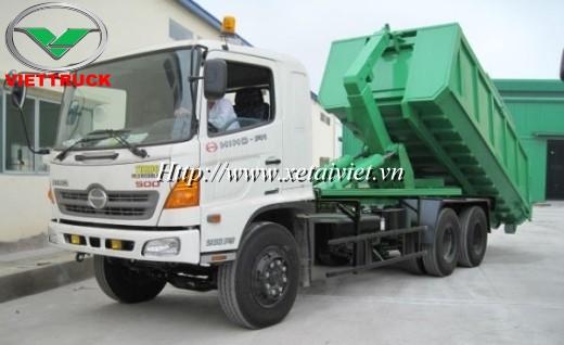Xe hooklift đóng trên nền xe tải hino FM 6x4 có thể tích thùng chứa rác 18 khối là loại xe chở rác thùng rời loại lớn, chỉ được 1 số đơn vị có khối lượng rác lớn sử dụng