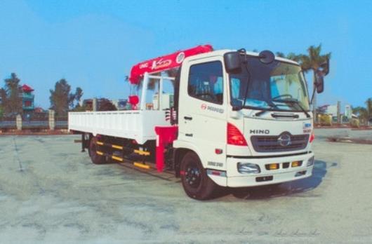 cẩu unic URV345 3 tấn 5 đoạn lắp trên xe hino FC