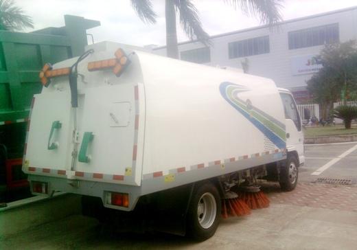 xe quét rác isuzu 4m3 nhìn từ phía sau