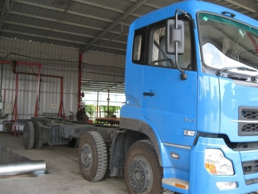 xe tải dongfeng 2 dí 1 cầu động cơ 230 hp