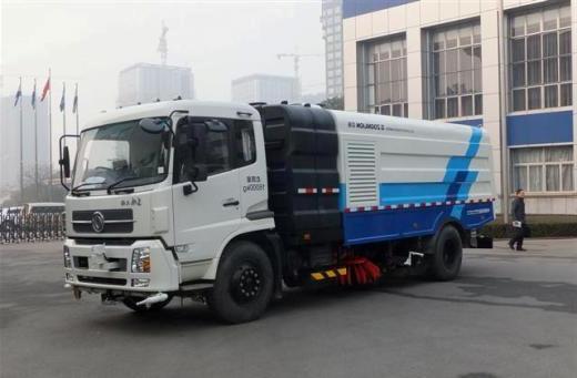 loai xe quét rác rửa đường sử dụng téc nước độc lập