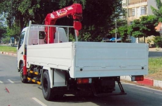 xe tải gắn cẩu unic 2 tấn 2 đốt