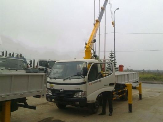 xe tải cẩu 5 tấn hino lắp cẩu soosan 2 tấn 2