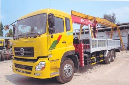xe tải dongfeng 3 chân lắp cẩu unic 8 tấn UR-V804