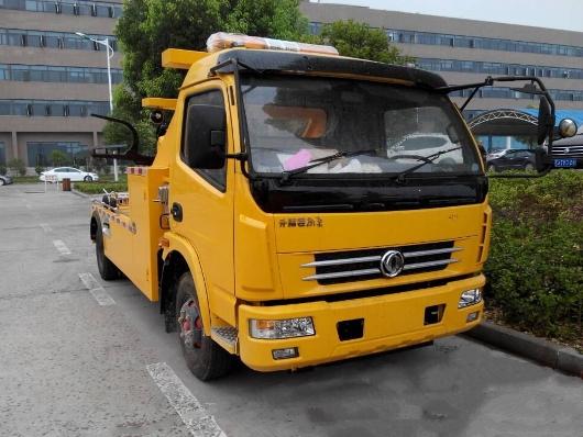 xe cứu hộ dongfeng cẩu kéo 3,5 tấn mầu vàng