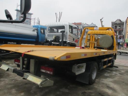 sàn xe cứu hộ được làm chắc chắn, tải trọng chở 3,8 tấn