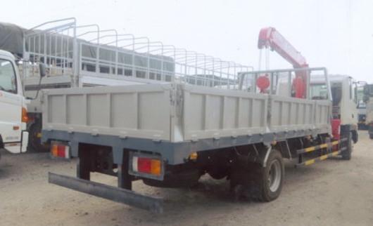 hình ảnh cần cẩu unic 3 tấn 3 đốt gắn trên xe tải hyundai 5 tấn hd120