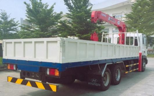 thùng xe tải lắp cẩu unic 5 tấn urv554