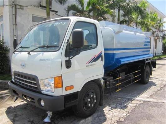 xe phun nước rửa đường hyundai hd700 5 khối