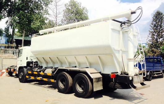 xe chở cám 24 khối đóng trên nền xe tải hino fl sử dụng hệ thống trục vít