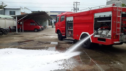 xe cứu hỏa phun bọt foam