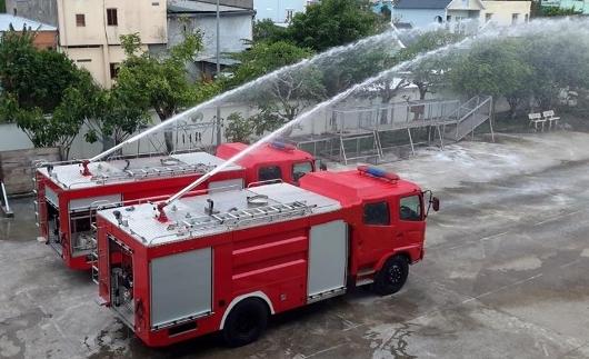 xe cứu hỏa phun nước