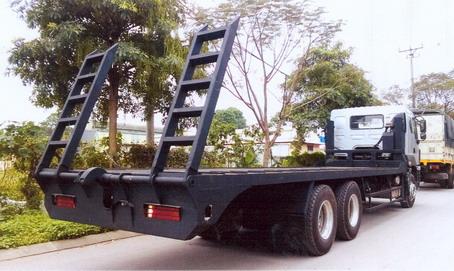 xe chuyên dùng nâng đầu chở máy công trình chenglong 3 chân