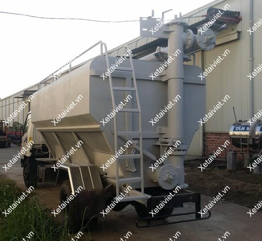 xe chở thức ăn gia súc hyundai 10 khối thùng trục vít lấy cám